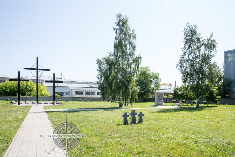 Мемориальный одиночный комплекс с крестом Дубровка Мемориальный комплекс с крестом Ленинский проспект